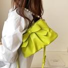 今年流行包包女夏季百搭2021新款潮斜背包小眾設計側背腋下水桶包