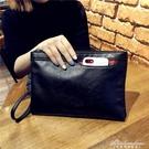 女手包新款潮大容量信封包情侶休閒手拿包時尚復古手抓包軟面錢包 黛尼時尚精品