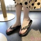 拖鞋女 海邊仿草編潮學生人字拖女夏時尚外穿平底沙灘平跟夾腳防滑涼拖鞋 一次元