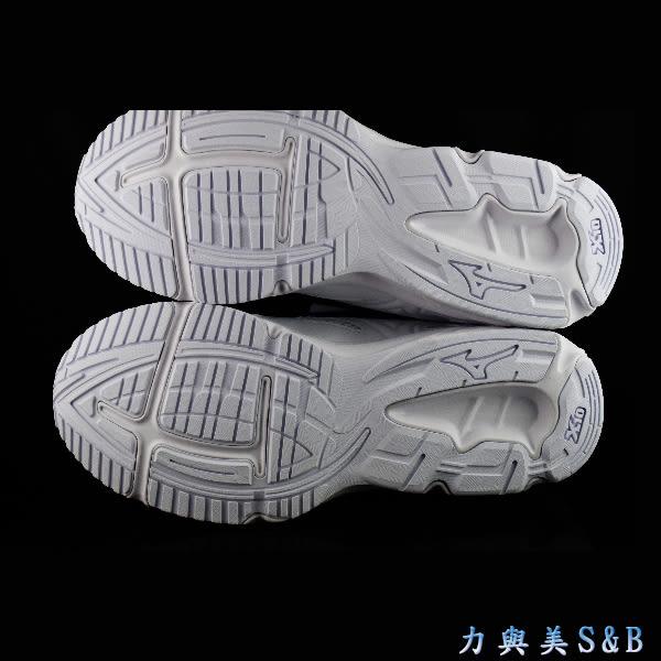 MIZUNO 男女慢跑鞋 簡單設計 好穿百搭 MAXIMIZER 19 全白色 學生鞋 【1116】