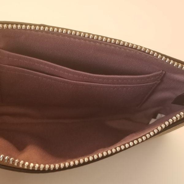 美國COACH 金色馬車 精美小手拿錢包最新設計 薰衣草紫色 C Logo 經典款 新品上市 限量優惠 $1210