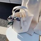 手提包 今年流行包包女小包2020新款潮時尚手提水桶包洋氣百搭少女手拎包