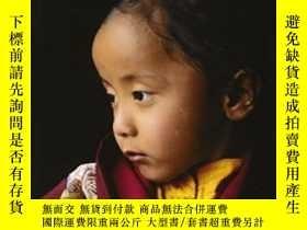 二手書博民逛書店Buddhist罕見Himalayas: People, Faith And NatureY255562 Ma