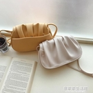 馬鞍包女云朵包白色包包手拿斜挎韓版chic簡約仙女褶皺2020新款潮 居家家生活館