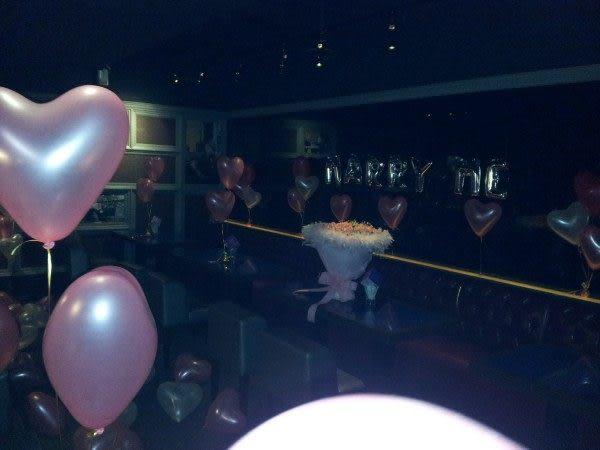 (WA-918)求婚佈置-99朵玫瑰超大鑽戒氣球MarryMe氣球熊愛你浪漫滿屋5999元(餐廳佈置)