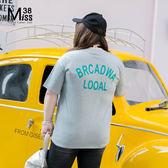 Miss38-(現貨)【A03815】97花灰 大碼上衣 後面字母印花 純棉 彈力 短袖 T恤- 中大尺碼