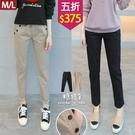 【五折價$375】糖罐子車線排釦口袋造型縮腰純色長褲→預購(M/L)【KK7080】