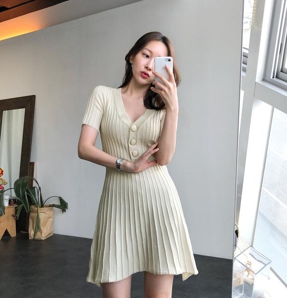韓風洋裝 V領收腰壓摺超彈力針織連身裙 艾爾莎【TAE6954】