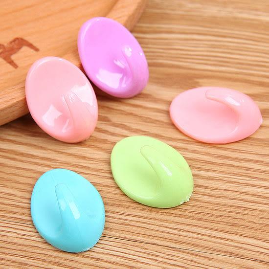 ◄ 生活家精品 ►【F26-1】糖果色黏貼式掛鉤 廚房 浴室 防水 壁掛 黏貼 水洗 黏鉤 牆壁 免釘 懸掛