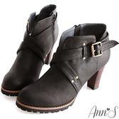 Ann'S時髦部落客-V口釦帶交叉踝靴 黑