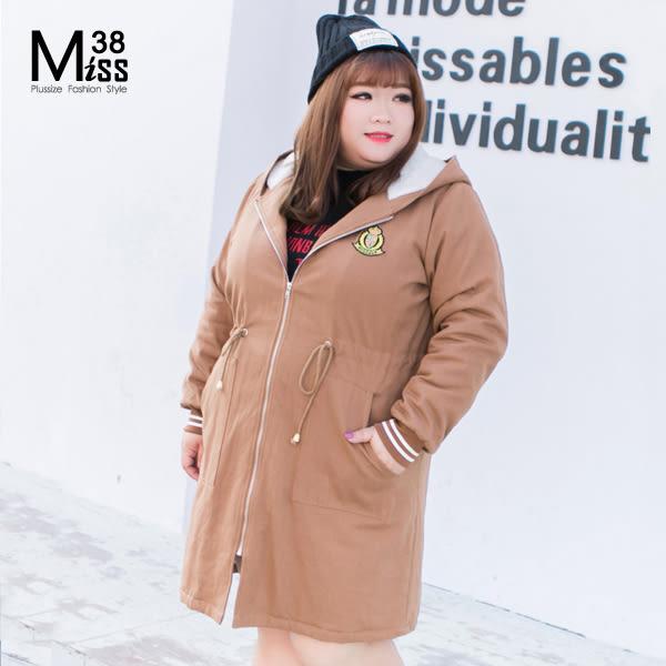 Miss38-(現貨)帥氣深卡其 全棉連帽 抽繩收腰 中長版 加絨加厚 軍裝外套【A11302】-中大尺碼