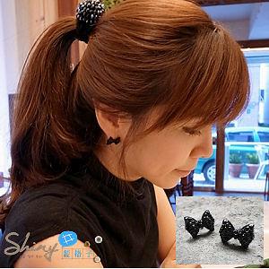 【80A81】shiny藍格子-黑色蝴蝶結假鑲鑽個性耳環。
