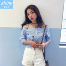 【V9768】shiny藍格子-甜心蔓延.條紋露肩一字領吊帶中長袖上衣