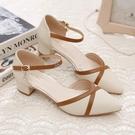 包頭涼鞋女新款春夏季一字扣粗跟中跟百搭拼色韓版尖頭單鞋女 快速出貨