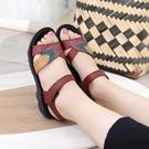 2021夏季新款中年平底媽媽涼鞋女軟底平跟中老年防滑舒適老人鞋女