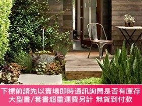 二手書博民逛書店The罕見Less Is More Garden: Big ideas for Designing Your Sm
