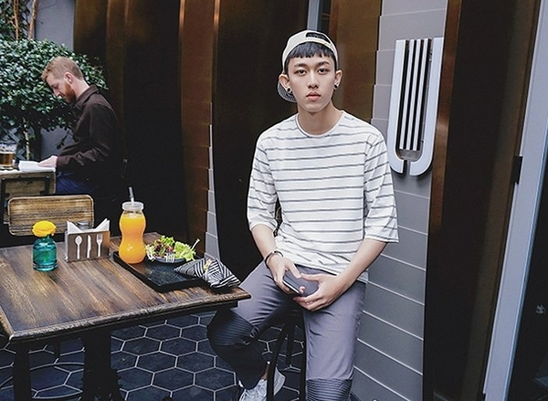 韓國簡約條紋七分袖落肩上衣 兩色上衣