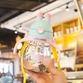 兒童水杯吸管杯寶寶幼兒園小孩喝水帶手柄式可愛卡通帶刻度杯子 童趣屋