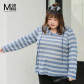 Miss38-(現貨)【A08246】大尺碼連帽上衣 輕薄長袖針織衫 灰藍條紋 彈力休閒百搭 -中大尺碼女裝