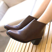 靴子.MIT皮革素面簡約後拉鍊粗跟短靴.白鳥麗子