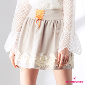 【SHOWCASE】鬆緊腰綁帶顯瘦繡花襬短裙(卡其)
