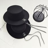 日系字母系帶長飄帶毛呢帽子英倫復古男女爵士帽黑色百搭平頂禮帽    韓小姐