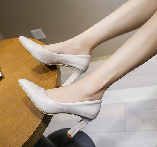 女士氣質高跟鞋黑色職業上班工作鞋尖頭淺口新款時尚軟皮粗跟單鞋 雙12全館免運