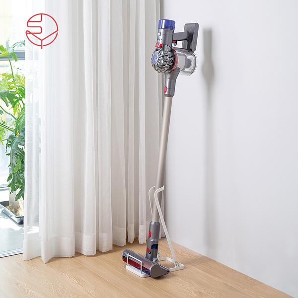 【日本霜山】多用途直立式吸塵器/拖把金屬收納架(Dyson 戴森 穩固 免鑽孔可立 把掃具 吸塵器)