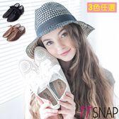 休閒鞋-TTSNAP尖頭鐳射雕花綢帶平底鞋 黑/白/棕