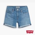 Levis 女款 中腰修腿牛仔短褲 / 中藍基本款 / 彈性布料