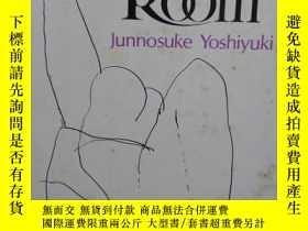 二手書博民逛書店The罕見Dark Room Junnosuke Yoshiyu