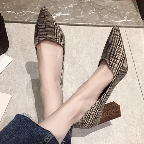 高跟鞋.氣質復古格紋尖頭V口木紋跟包鞋.白鳥麗子
