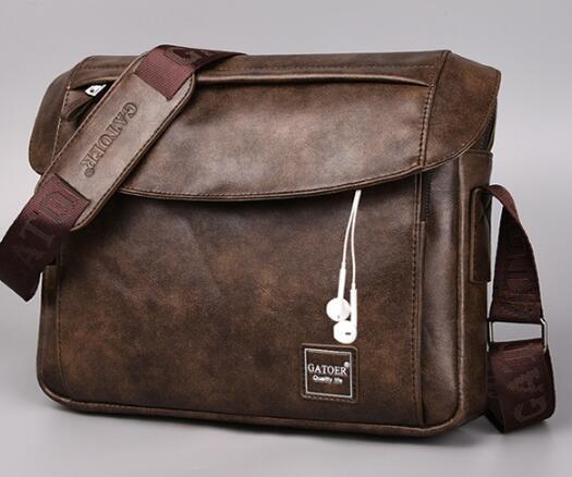 大容量男士單肩包A4包包側背包休閒斜背包商務iPad橫款郵差包男包【快速出貨八折優惠】