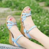 涼鞋女夏新款坡跟女鞋牛筋底露趾中跟厚底平底舒適防滑鞋 俏腳丫