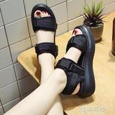 涼鞋女厚底鬆糕軟底夏季新款百搭坡跟防水臺高跟羅馬沙灘鞋女 蓓娜衣都