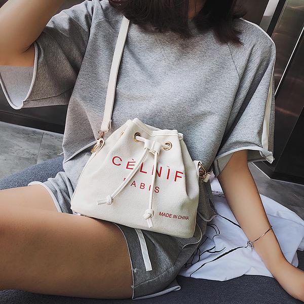 小包包女新款設計時尚潮流單肩斜挎帆布包水桶包