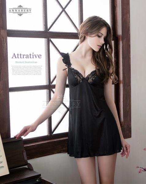 情趣用品   純黑荷葉邊肩帶柔緞睡衣 中大尺碼家居服