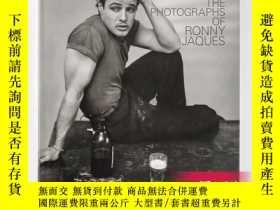 二手書博民逛書店Stolen罕見Moments: The Photographs of Ronny Jaques 被偷走的時刻:羅