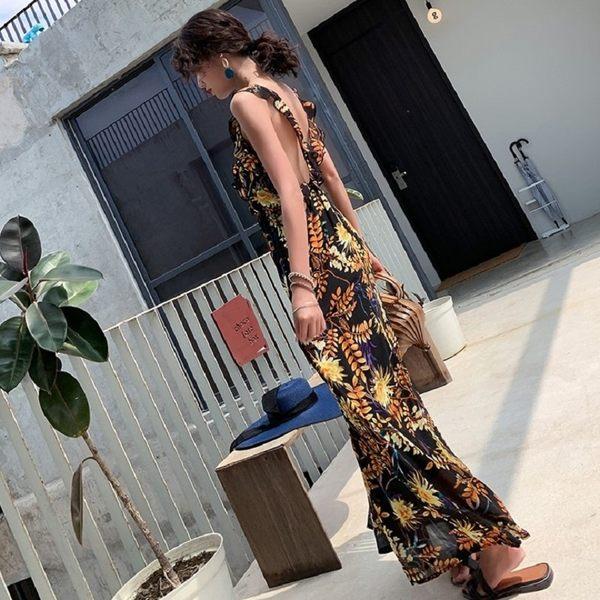 梨卡★現貨 - 超仙複收腰V領性感露背連衣長裙度假風沙灘荷葉邊裙C6442