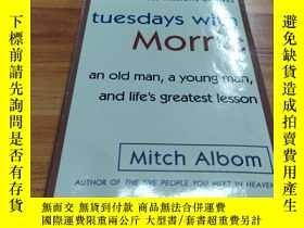 二手書博民逛書店Tuesdays罕見with Morrie:An Old Man, a Young Man, and Life s