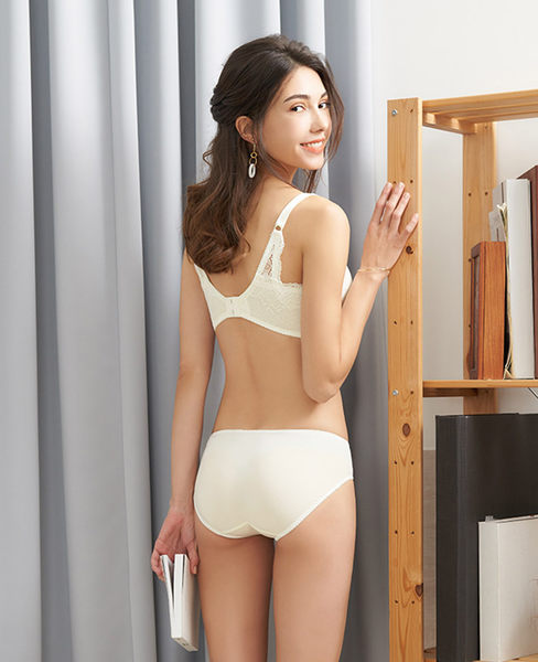 EASY SHOP-極致傾愛 美背款B-D罩內衣(愛戀白)