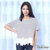 Victoria 條紋拼接下襬蕾絲短袖T-女-寶藍條紋