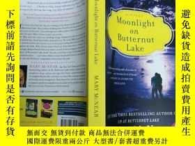 二手書博民逛書店Moonlight罕見on Butternut Lake: A