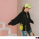 連帽設計,可增加造型感, 滑開拼色拉鍊可看到網布異材質拼接,透氣感又增加設計感