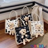 手提包 可愛小熊帆布包包女2021新款個性涂鴉便當包潮ins網紅百搭手拎包 寶貝計畫