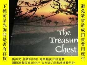 二手書博民逛書店(英文原版)罕見The Treasure ChestY22695