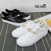 [Here Shoes]休閒鞋-經典時尚街頭潮鞋金屬別針綁帶透氣皮面休閒鞋運動鞋板鞋─KP6782