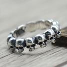 《 QBOX 》FASHION 飾品【S19615R40】精緻個性龐克風骷顱頭環繞S925純銀/泰銀戒指