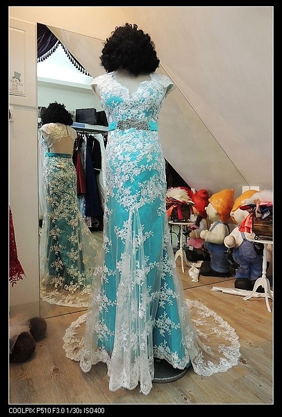 (45 Design)  新款雙肩婚紗韓版簡約亮片小拖尾簡約新娘小拖尾修身 孕婦 婚紗禮服