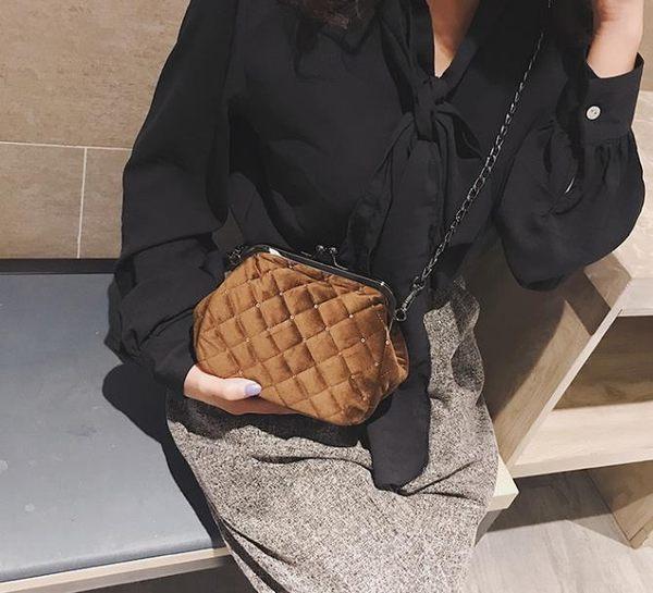 貝殼包   女包包菱格鏈條夾口小包包時尚單肩斜挎包絲絨貝殼包  宜室家居